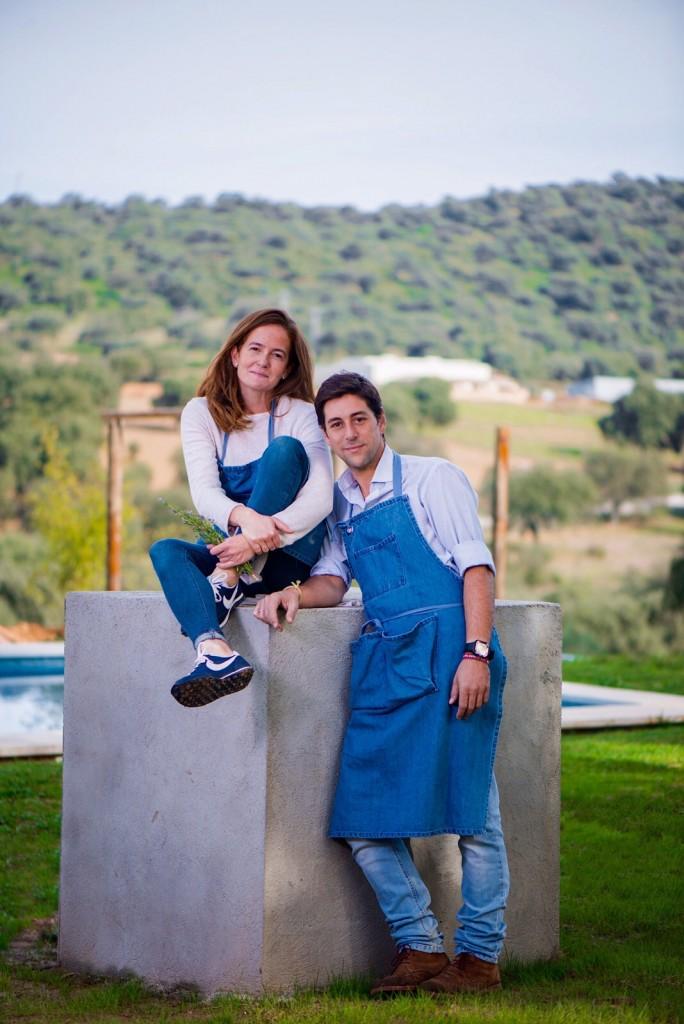 Lourdes y Máximo os dan la bienvenida al Balneario Aguas de Villaharta.